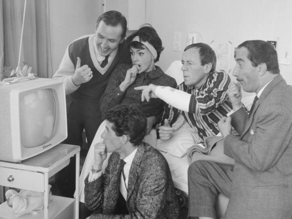 Portable tv voor Johnny Kraaijkamp 1 november 1961