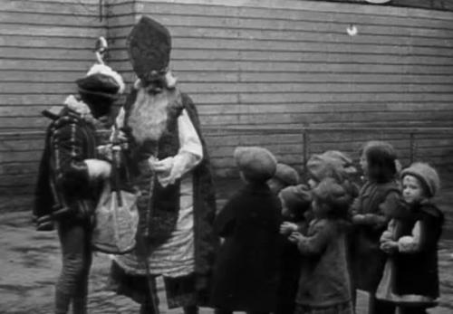 Sinterklaasintocht in 1920 (still uit film)